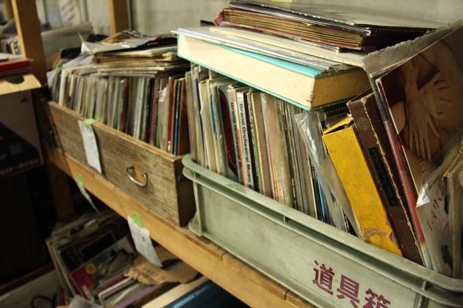 レコードの陳列棚